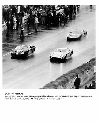 1966 Ford GT40 Mark II-A at LeMans Automobile Photo Poster zc8029-X44E9V