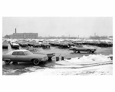 1971 Buick Riviera & Others Car Storage at Factory Photo c6891-4G6LDU