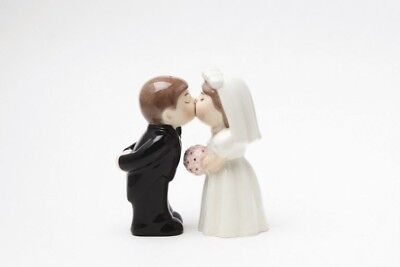 Bride And Groom Wedding Couple Magnetic Salt Pepper Shakers Attractives Ceramic