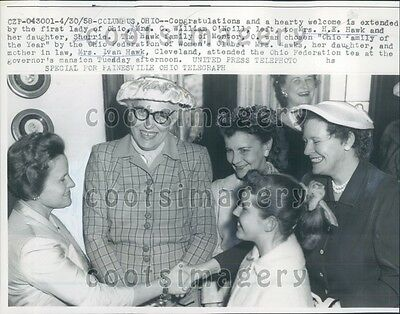 Photograph of 1st Lady Anna Eleanor Roosevelt Christmas Shopping 1934  8x10