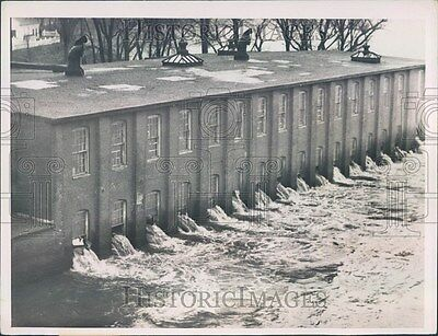 1936 Worcester MA Flood Water Gushes From Windows of BS Roy Press Photo ner12243