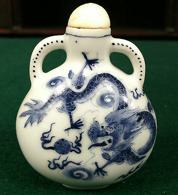 BEAUTIFUL VINTAGE CHINESE BLUE & WHITE DRAGON SNUFF BOTTLE 2 3/4'
