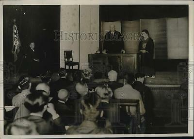 1930 Press Photo Dr. Thomas Niehelson During Lecture To A Capacity Audience