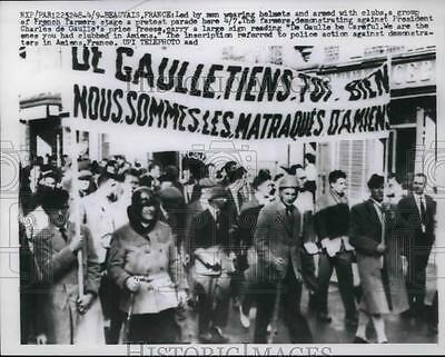 1960 Press Photo Group of French Farmers stage a protest parade, Beauvais,France