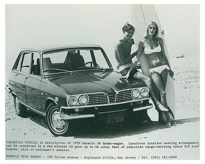 1970 Renault 16 Sedan Wagon Photo Poster zch4923