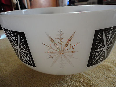 Vintage Federal Glass 2.5 Quart Bowl--Black and Gold Starburst Motif