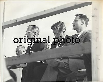 ORIGINAL 1960 INDIANAPOLIS STAR PHOTO - JFK KENNEDY - WELSH & BAYH ON INDY STAGE