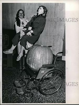 1975 Press Photo Mrs Shirley Harris at IWY conference with pumpkin & dummy