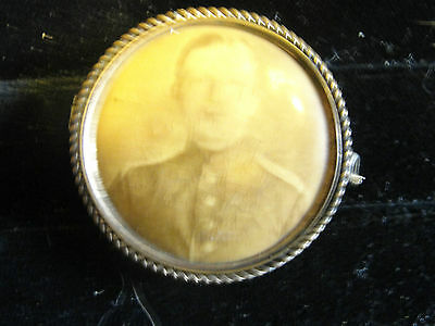 Vintage 1898 military button of picture of soldier