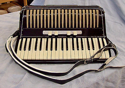 Fratelli Vaccari accordion, made in Italy. Vintage late 1950's -1960's?With Case