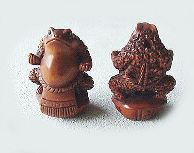 INTRICATELY Carved BOXWOOD Sumo FROGGIES Bead 004128BA