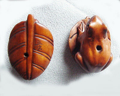 INTRICATELY Hand CARVED BOXWOOD Signed FROGGIE on a LEAF Bead 4128Q