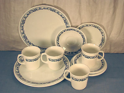 16 Pieces Of Vintage Stoneware Corning In Old Town Blue Pattern Discontinued