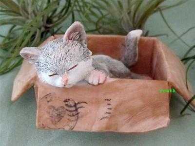 SLEEPING Grey & White CAT IN BOX Heart Stamp Resin Hand Paint Top Col