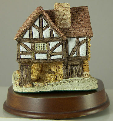 David Winter Cottage LITTLE MARKET with Wood Stand Made in Great Britain 1980