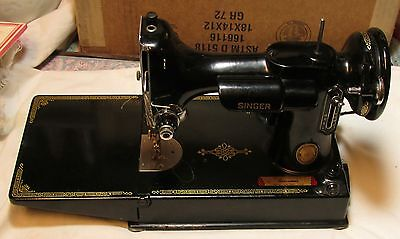VINTAGE SINGER FEATHERWEIGHT SEWING MACHINE AND CASE !!!