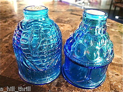 VINTAGE WHEATON NJ BLUE GLASS COLLECTIBLE SALT PEPPER SHAKERS OLD DOC MAIZE CURE