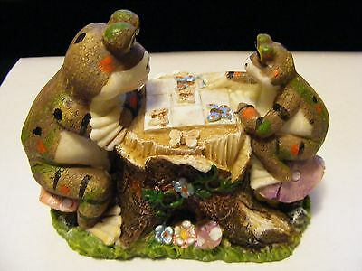 """YARD WORKS ORIGINAL FIGURINE """" TWO FROGS PLAYING CHESS"""" CERAMIC"""