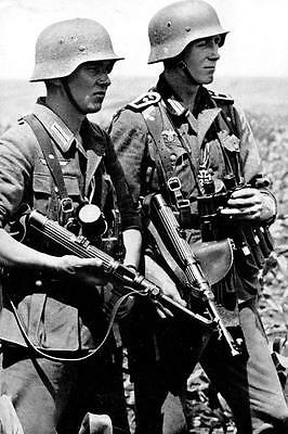 WWII Photo German Troops in Action MP38  WW2 / 2117