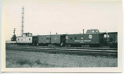 D232 RP 1967 UPRR CABOOSE 25042 C&NW CABOOSE 11143 N&W CABOOSE 562841 N PLATTE