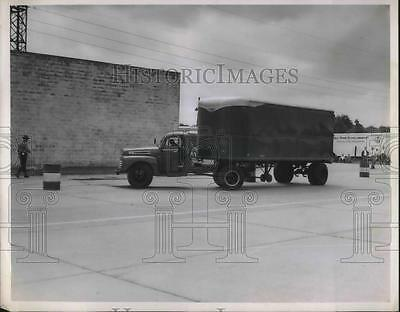 1950 Press Photo Peter Bellflouer in semi truck for Trans American freight lines