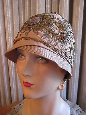 DELIGHTFUL 20-30'S BEIGE SATIN CLOCHE W/ LOVELY FLORAL BEADING