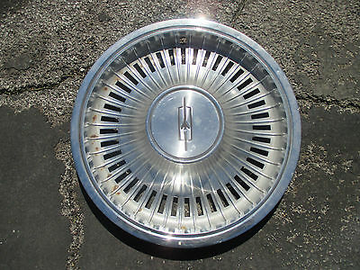 one genuine 1972 1973 Oldsmobile Cutlass hubcap wheel cover
