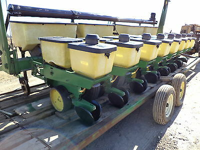 "John Deere 7000  CORN PLANTER  30""   8 row , WITH dry  Fertilize boxes and auger"