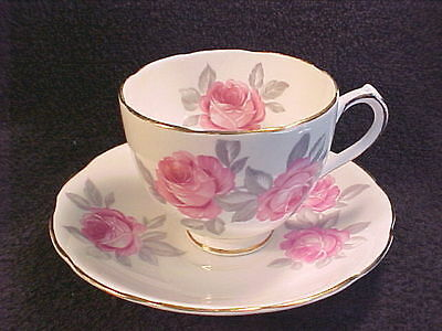VINTAGE DUCHESS BONE CHINA TEA CUP & SAUCER - MADE IN ENGLAND # 322