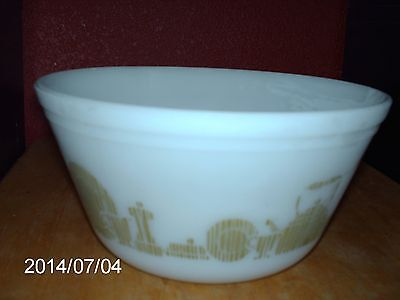 VINTAGE FEDERAL GLASS CO. MILK GLASS BOWL OVEN WARE /MIXING BOWL /WHITE COLOR