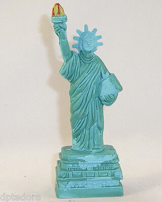 SOUVENIR METAL BUILDING STATUE OF LIBERTY GREEN