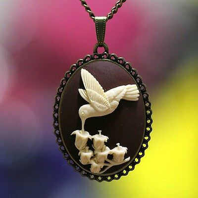 Vintage Beautiful Big Cameo HUMMINGBIRD GLORY Pendant Necklace High Quality Lace