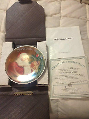 VINTAGE KNOWLES NORMAN ROCKWELL SANTA'S GOLDEN GIFT FINE CHINA COLLECTOR PLATE