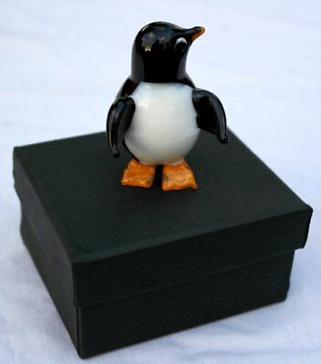 Gorgeous and very cute penguin glass figurine