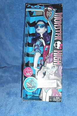MONSTER HIGH scaris abbey bominable daughter yeti  2012 doll  MATTEL NEW