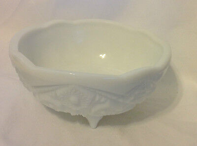 """Westmoreland Milk Glass Bowl 3 Footed 7"""" Dia Scalloped Edge Vintage Heavy"""