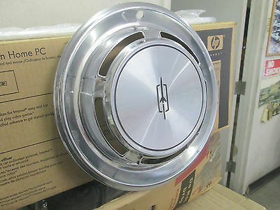one 1970 Oldsmobile Cutlass F85 hubcap wheel cover