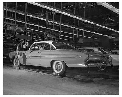 1961 Oldsmobile Assembly Line Automobile Factory Photo ch7729