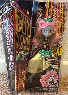 Monster High Boo York, Boo York Gala Ghoulfriends Mouscedes King Doll In Hand