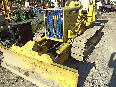Komatsu D20 DOZER with 6 way blade new pins and sprocks  cat color,