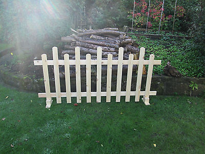*UNLIMITED STOCK* Free standing Wooden Picket Fence - 6ftx3ft Staggered