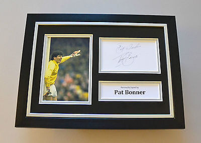 Pat Bonner Signed A4 Photo Framed Genuine Celtic Autograph Display + COA