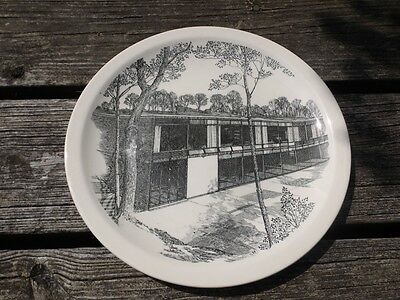 WEDGWOOD 10 1/2 INCH COLLEGE PLATE   THE STUDENT CENTER BRANDEIS UNIVERSITY   NR