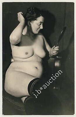 FUNNY NUDE FAT MATURE WOMAN / DICKE NACKTE REIFE FRAU * Vintage 20s Photo PC
