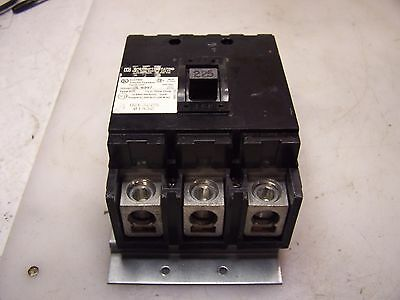 New Square D 225 Amp 3 Pole Circuit Breaker Q2L3225  240 Vac