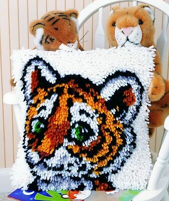 Caron WonderArt Latch Hook Rug Kit Tiger Cub (426183)