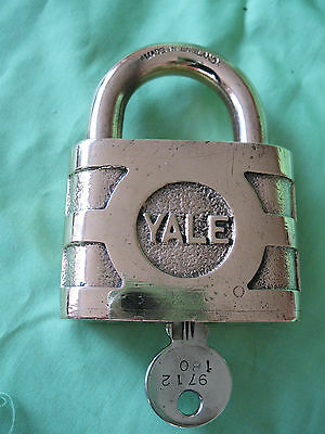 Large old vintage solid bronze YALE 180 padlock with key