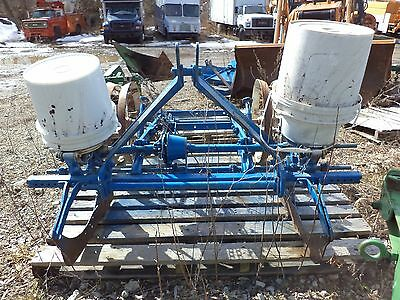 ford  2 row corn planter is three point hitch Great for food plat!