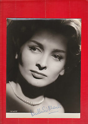 Film star, Theatre, Millicent Martin, signed photo, Autograph.