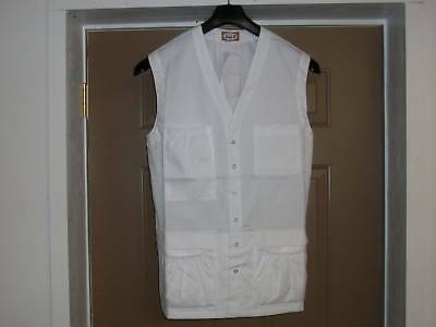 IzzaB Sleeveless 8 Pocket Lab Vest - White  Size XL  5L
